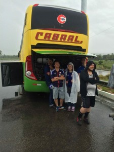 バスの雨宿り